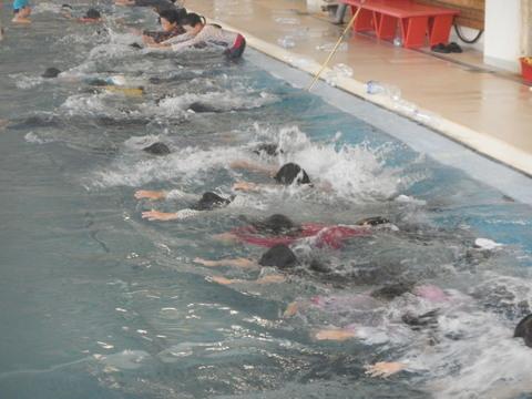 着衣水泳レッスンを行いました_b0286596_12473196.jpg