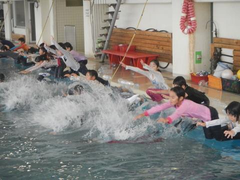着衣水泳レッスンを行いました_b0286596_12495833.jpg