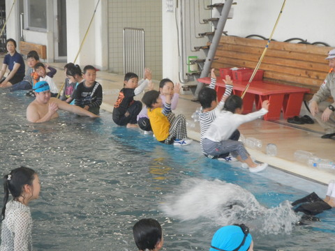 着衣水泳レッスンを行いました_b0286596_12514239.jpg