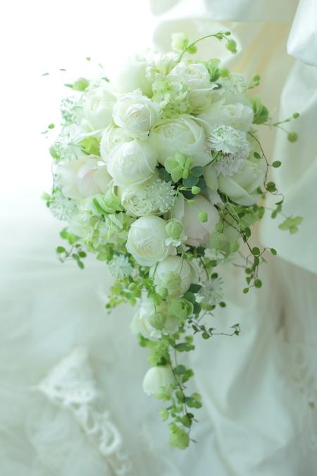 セミキャスケードブーケ シェラトン都ホテルさまへ 、ころんとしたつぼみ、丸いバラで_a0042928_20141447.jpg