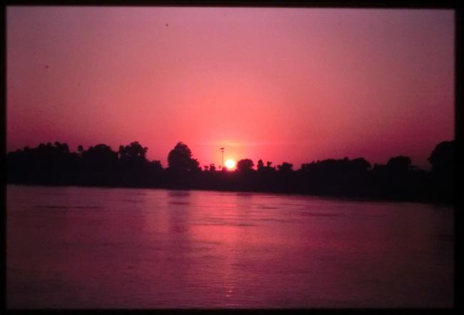 旅の想い出 #37 エーヤワディー川の船旅_b0131470_1738121.jpg