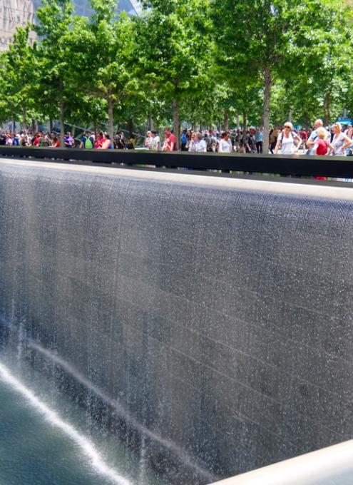ワン・ワールドトレードセンター前の慰霊碑「9/11メモリアル」へ_b0007805_0273675.jpg