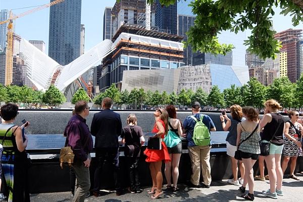 ワン・ワールドトレードセンター前の慰霊碑「9/11メモリアル」へ_b0007805_0281550.jpg