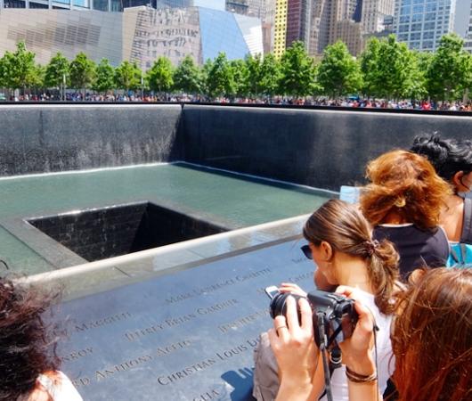 ワン・ワールドトレードセンター前の慰霊碑「9/11メモリアル」へ_b0007805_0294554.jpg