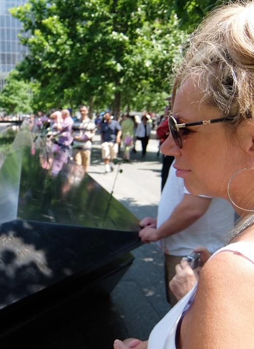 ワン・ワールドトレードセンター前の慰霊碑「9/11メモリアル」へ_b0007805_0362259.jpg
