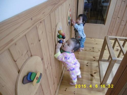 0、1歳児クラスの遊びの様子_a0323443_16401855.jpg