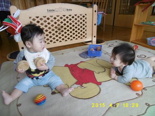 0、1歳児クラスの遊びの様子_a0323443_16402007.jpg