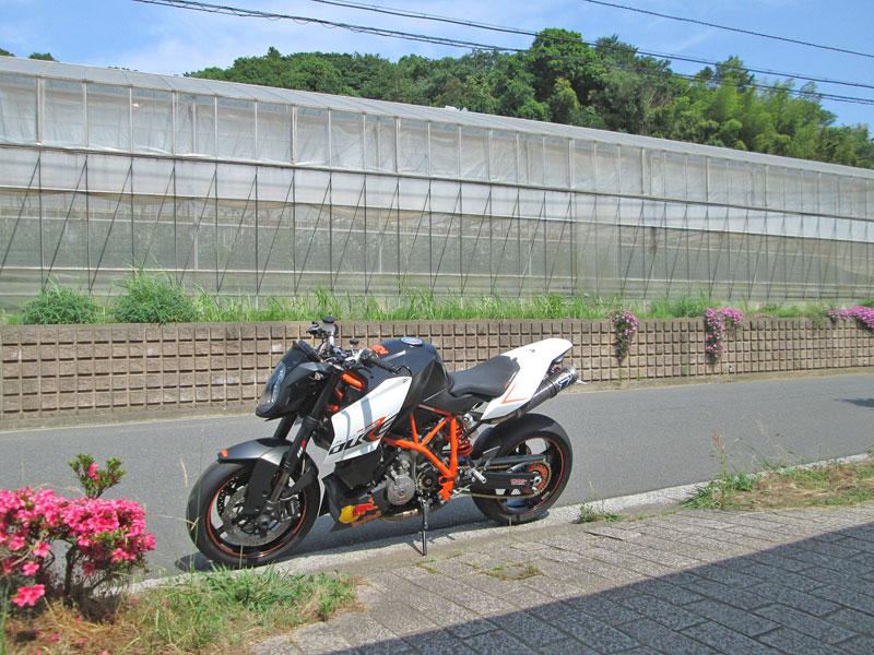 DUKE990RとMT-09のタイヤ交換♪_c0086965_2245555.jpg