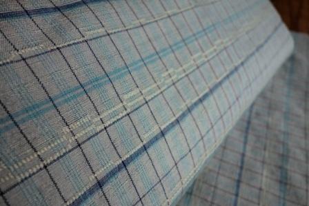 織り上がったばかりの、『Sさまの格子の紬着尺』。_f0177373_19565167.jpg