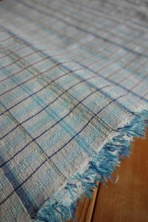 織り上がったばかりの、『Sさまの格子の紬着尺』。_f0177373_1957261.jpg