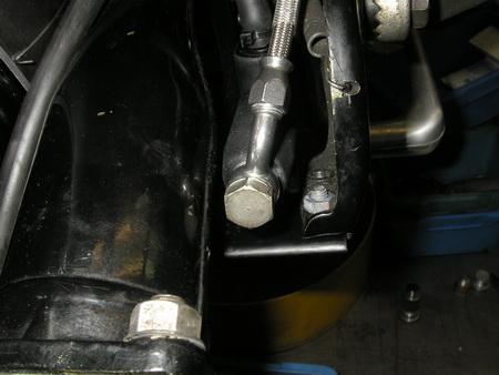 BMW Rタイプ アーテのFブレーキマスター交換_e0218639_11484382.jpg