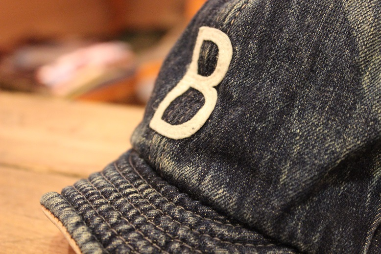 """ANACHRONORM \""""BEAT INITIAL CAPS & HAT by DECHO\"""" ご紹介_f0191324_91455100.jpg"""