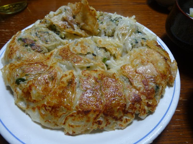 自家製餃子、鰤大根、醤油ラーメン、本鮪大トロ丼、のッぺい汁、焼きそば。スパゲッティーミートソース。_c0225997_1102424.jpg