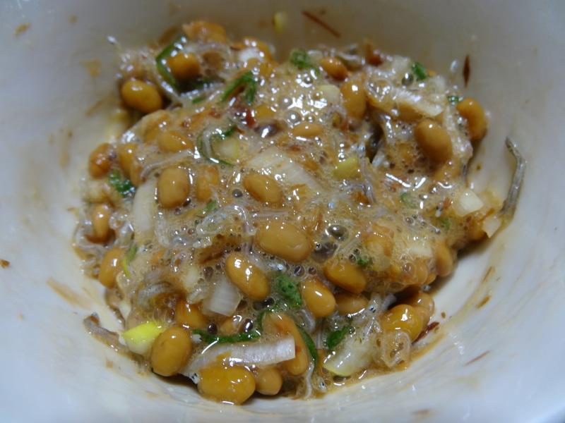 自家製餃子、鰤大根、醤油ラーメン、本鮪大トロ丼、のッぺい汁、焼きそば。スパゲッティーミートソース。_c0225997_12244728.jpg