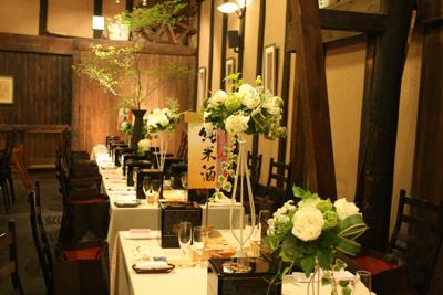 博多百年蔵 会場装花(白グリーンでブライダル〜っぽく。)_e0149863_22285532.jpg