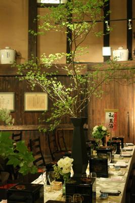 博多百年蔵 会場装花(白グリーンでブライダル〜っぽく。)_e0149863_22290976.jpg