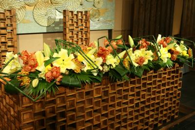 百年蔵 会場装花(和モダンで......黄色のピンポンマムが好きな花嫁さん)_e0149863_22465624.jpg