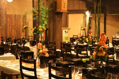 百年蔵 会場装花(和モダンで......黄色のピンポンマムが好きな花嫁さん)_e0149863_22473035.jpg