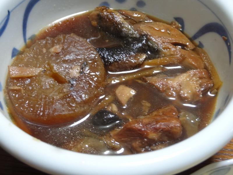 自家製餃子、鰤大根、醤油ラーメン、本鮪大トロ丼、のッぺい汁、焼きそば。スパゲッティーミートソース。_c0225997_013338.jpg