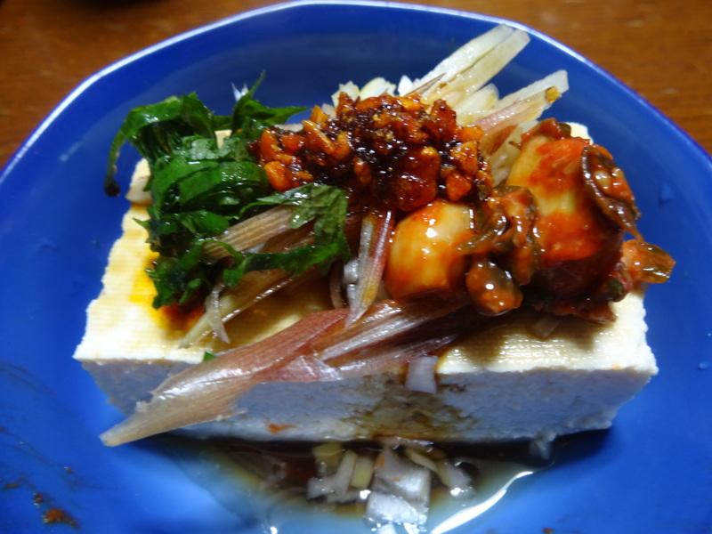 自家製餃子、鰤大根、醤油ラーメン、本鮪大トロ丼、のッぺい汁、焼きそば。スパゲッティーミートソース。_c0225997_0243732.jpg