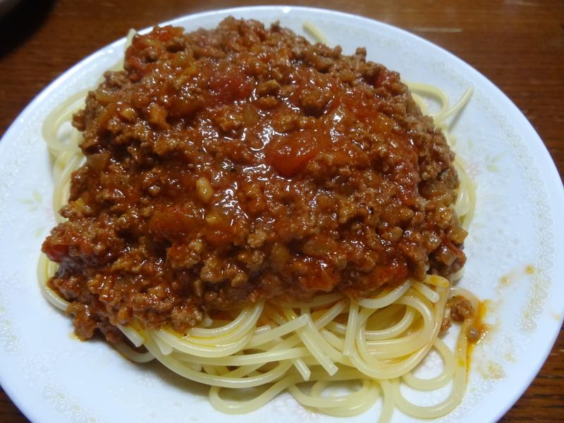 自家製餃子、鰤大根、醤油ラーメン、本鮪大トロ丼、のッぺい汁、焼きそば。スパゲッティーミートソース。_c0225997_0425562.jpg