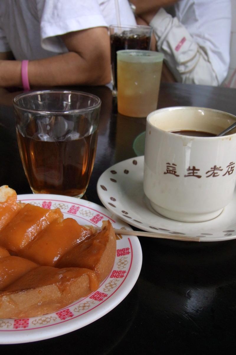 ヤワラート  おやじ喫茶・益生(イヤセー)の常連客_b0061717_1056262.jpg