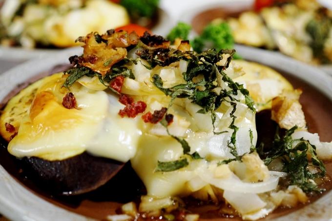 簡単!美味しい!【カリカリドライ梅乗せ 茄子のチーズ焼き】Meijiさんのスライスチーズモニターです♪_b0033423_16475415.jpg