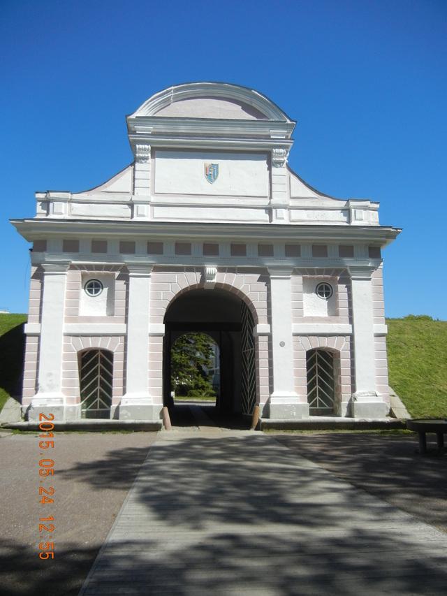 '15,6,9(火)エストニアのパルヌの荘園!_f0060461_10553279.jpg