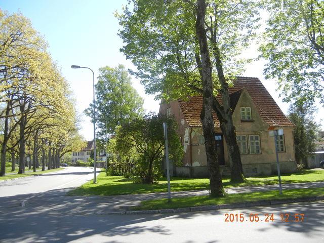 '15,6,9(火)エストニアのパルヌの荘園!_f0060461_1124120.jpg