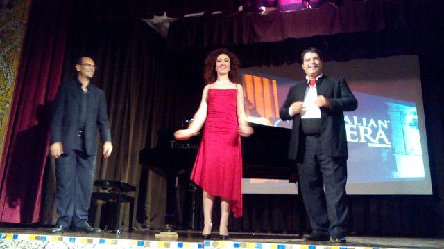タオルミーナのオペラ・アリアコンサート_e0022175_1721021.jpg