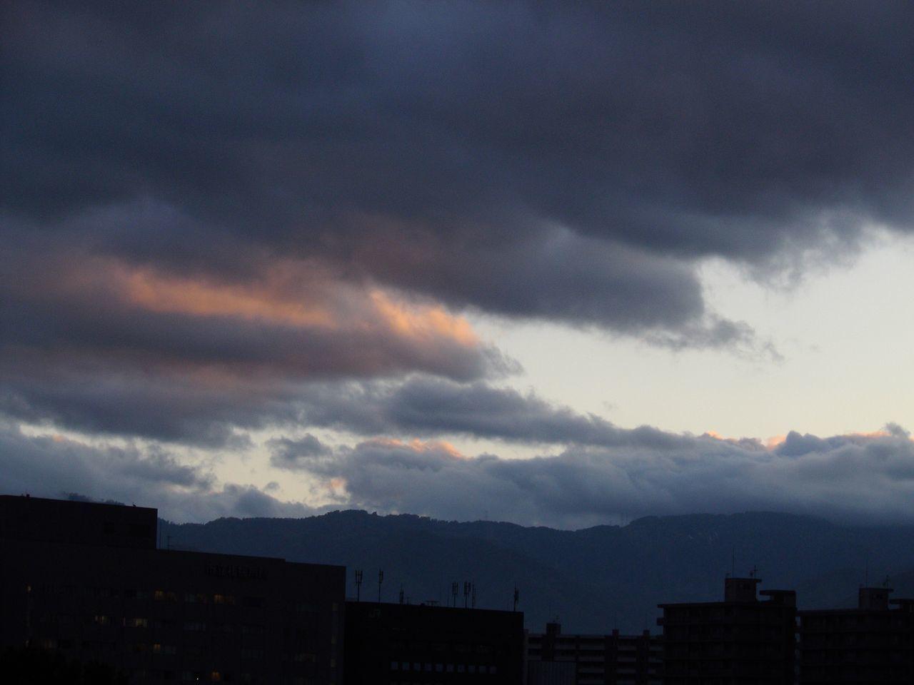 空の穴だけの夕暮れ_c0025115_19190100.jpg