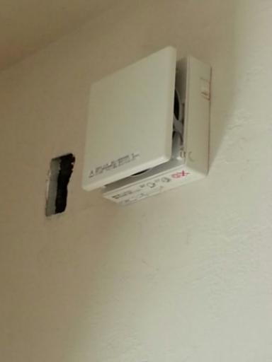 個室の増築工事・・・電気製品の取り付け_c0330749_20431529.jpg