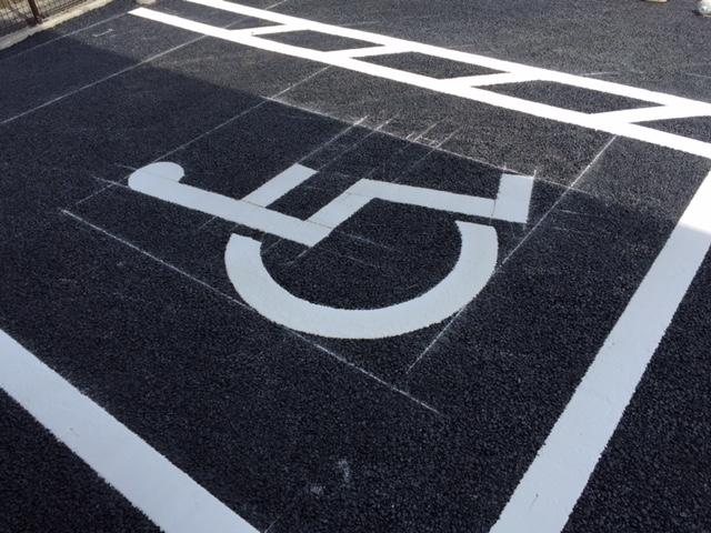 車いす使用者用駐車スペース_a0326106_2133535.jpg