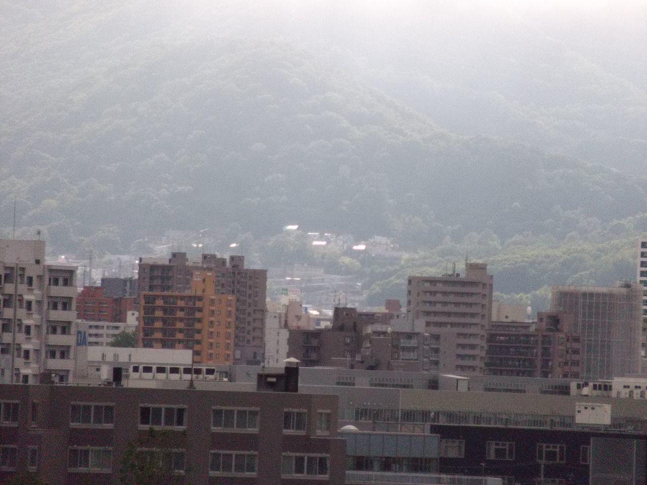 寒い札幌、一部だけ晴れ_c0025115_19114571.jpg