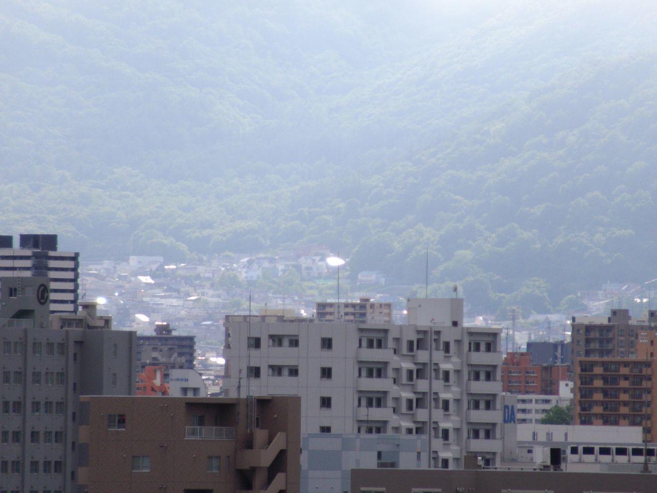 寒い札幌、一部だけ晴れ_c0025115_19114797.jpg