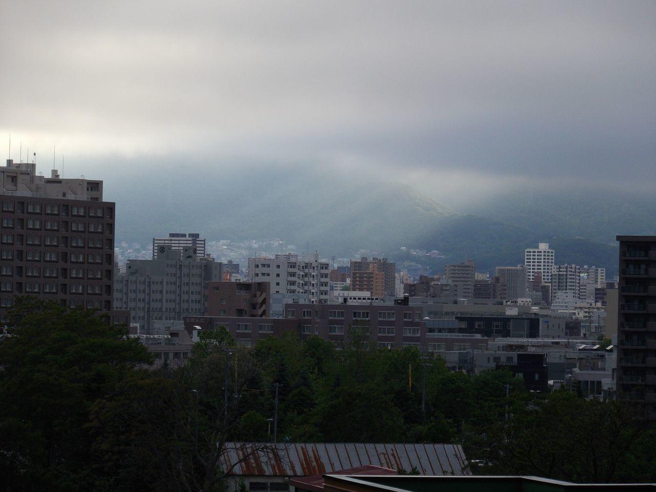 寒い札幌、一部だけ晴れ_c0025115_19182627.jpg