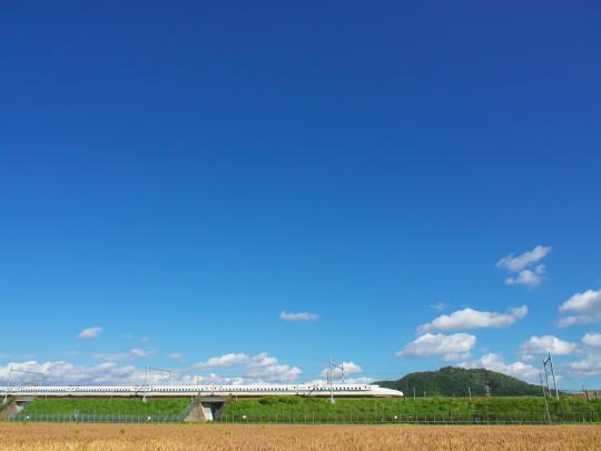 青空と新幹線_f0266284_00464869.jpg
