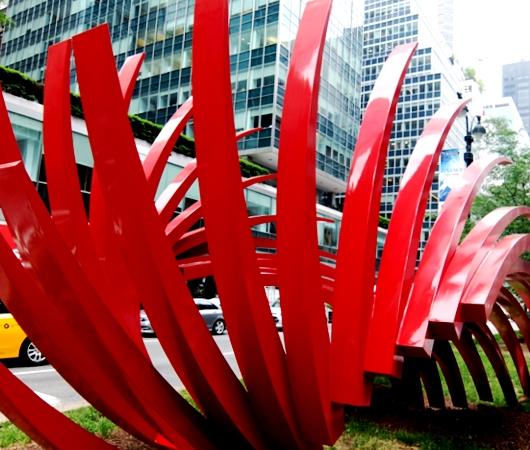 NYのパーク・アベニューに建築家でもあるSantiago Calatravaさんのアート作品登場中_b0007805_1225333.jpg