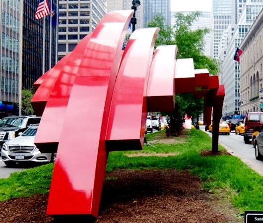 NYのパーク・アベニューに建築家でもあるSantiago Calatravaさんのアート作品登場中_b0007805_1234317.jpg