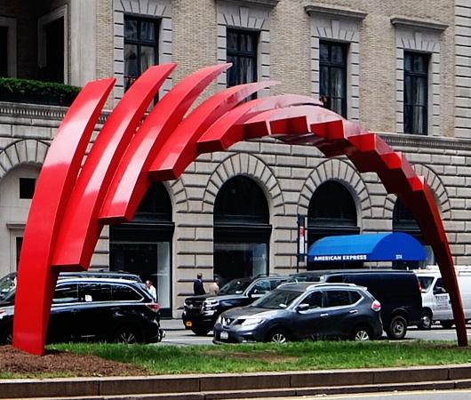 NYのパーク・アベニューに建築家でもあるSantiago Calatravaさんのアート作品登場中_b0007805_1236100.jpg