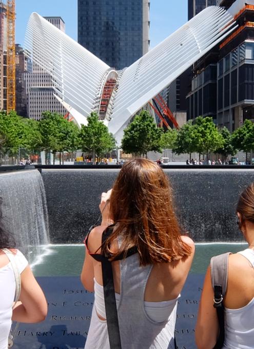 NYのパーク・アベニューに建築家でもあるSantiago Calatravaさんのアート作品登場中_b0007805_12413139.jpg