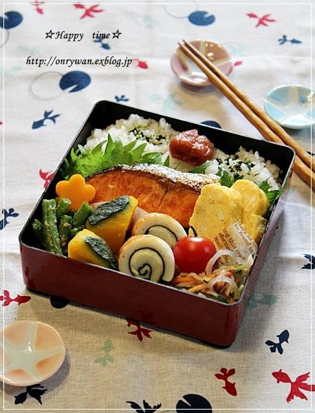 焼き鮭弁当♪_f0348032_18561425.jpg