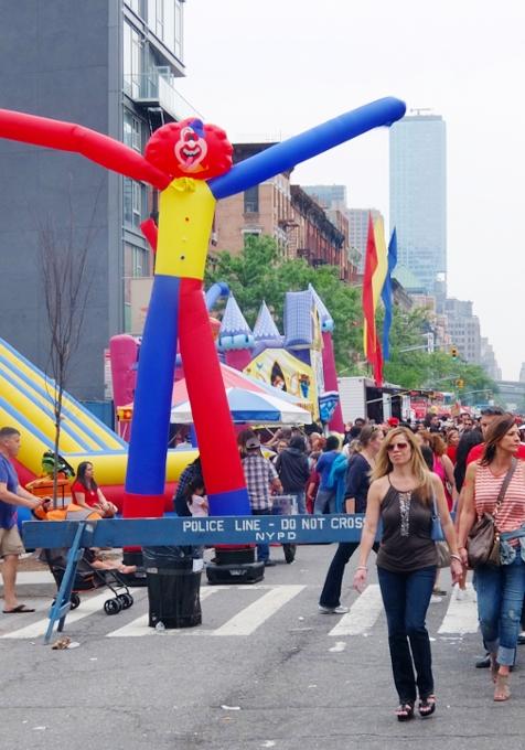 NYミッドタウン9番街沿いのストリート・フェアは「食」や「エンターテインメント」が特色?_b0007805_5375642.jpg