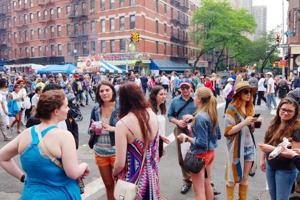 NYミッドタウン9番街沿いのストリート・フェアは「食」や「エンターテインメント」が特色?_b0007805_5381841.jpg