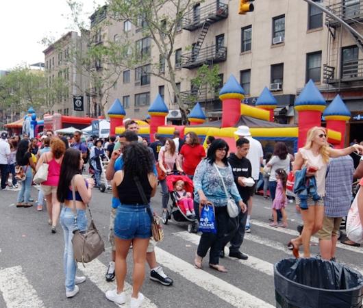 NYミッドタウン9番街沿いのストリート・フェアは「食」や「エンターテインメント」が特色?_b0007805_5392523.jpg