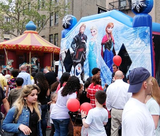 NYミッドタウン9番街沿いのストリート・フェアは「食」や「エンターテインメント」が特色?_b0007805_539814.jpg
