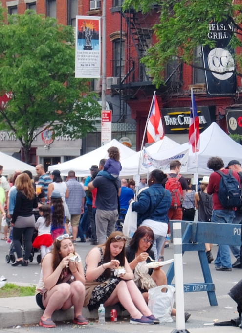 NYミッドタウン9番街沿いのストリート・フェアは「食」や「エンターテインメント」が特色?_b0007805_5402941.jpg