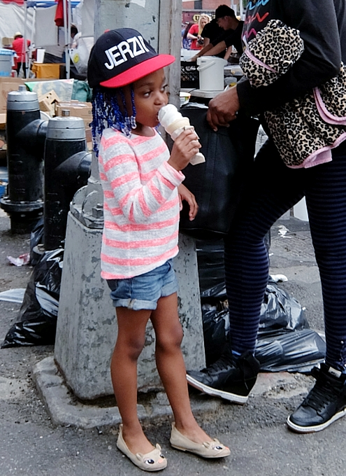 NYミッドタウン9番街沿いのストリート・フェアは「食」や「エンターテインメント」が特色?_b0007805_55131.jpg