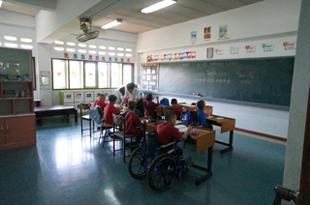 発展途上国の子供たちへの寄付。障害がある子供たちが通う学校に行ってきました。/文:島本美由紀_a0083222_1554088.jpg