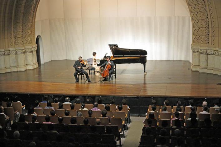 6・14石田・山本・諸田 ピアノトリオ・コンサートに500人_c0014967_13395279.jpg